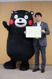 熊本県の営業部長兼しあわせ部長 くまモンとツーショット