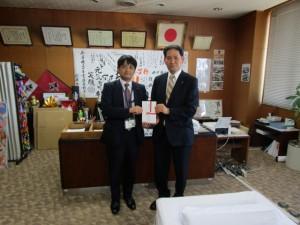 沼田社長と西村町長